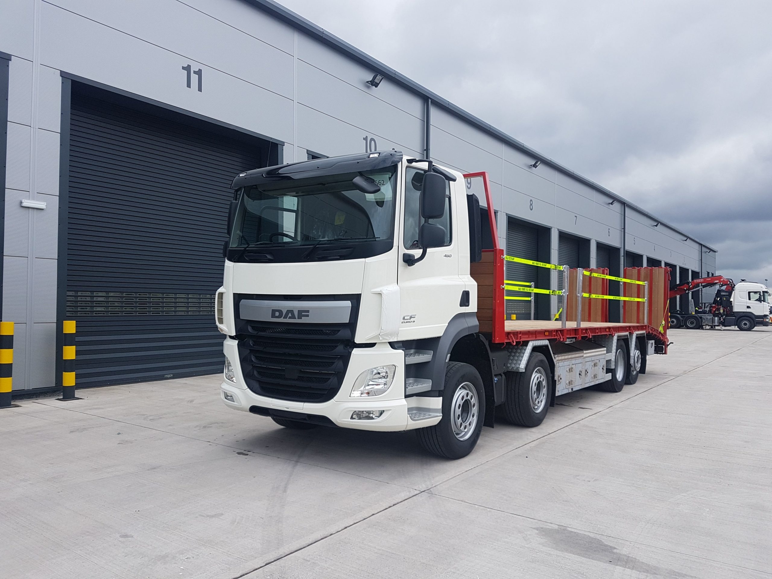 front view of 2019 euro 6 daf beavertail truck