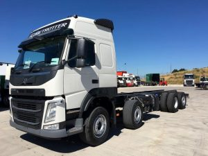 Side view of 2019 volvo beavertail lorry